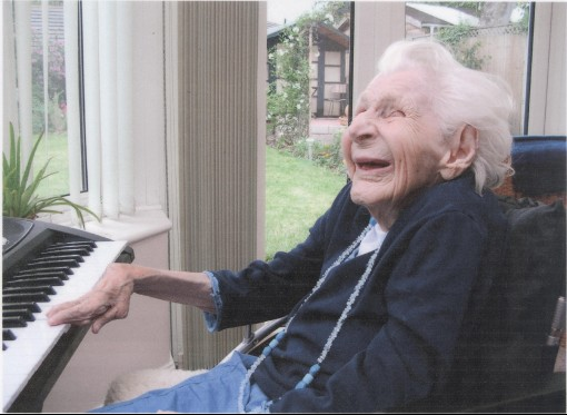 Patricia Collen playing the piano May 2008