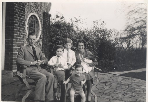 Tony Hudson 2 1939 Coopersale Hall Father Trevor Graham Mother Tony version 2